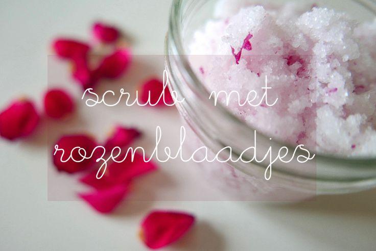 http://www.dinastie.nl/diy-scrub-met-rozenblaadjes/