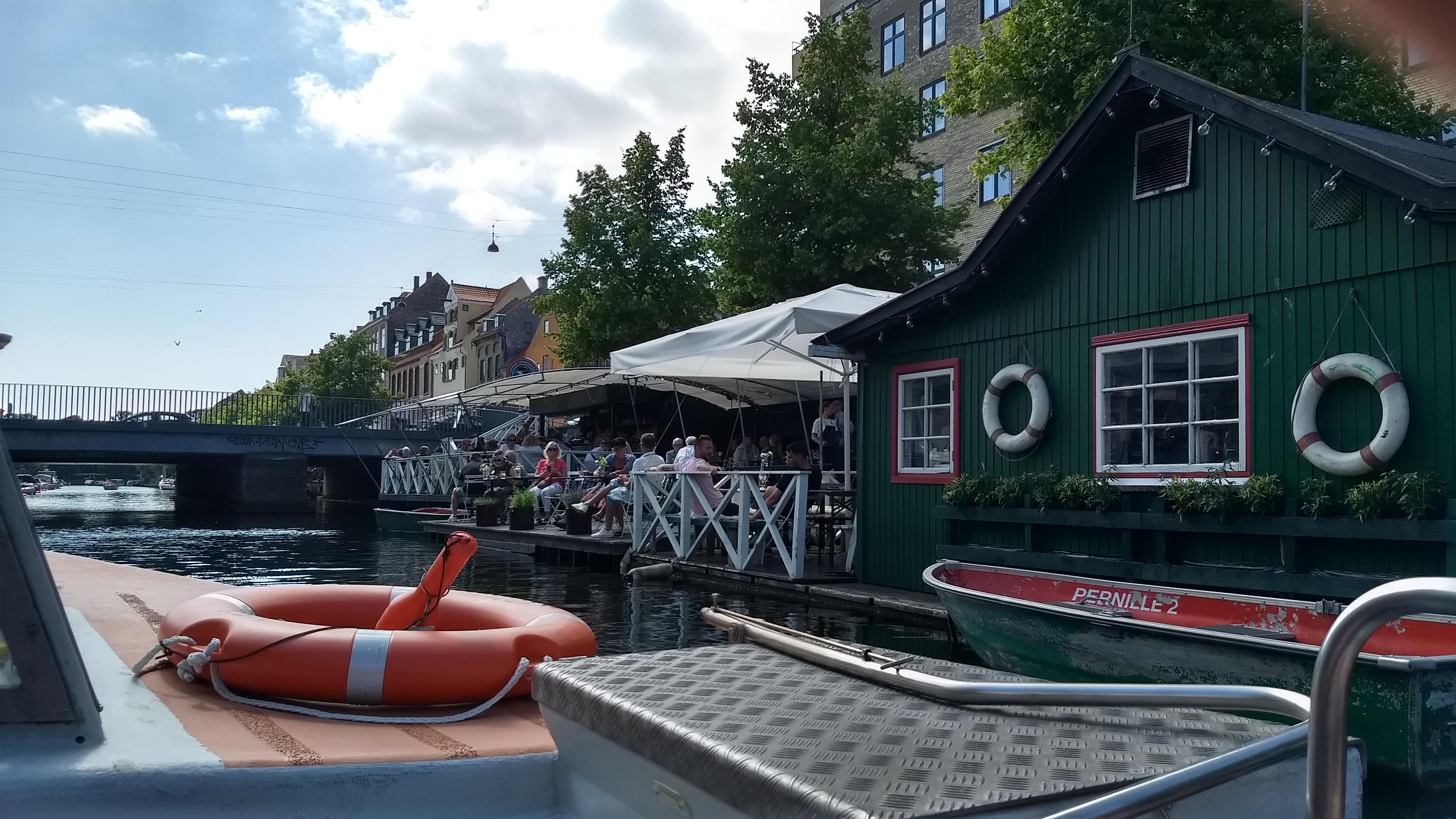 Christianshavns Bådudlejning & Café terras op water Kopenhagen