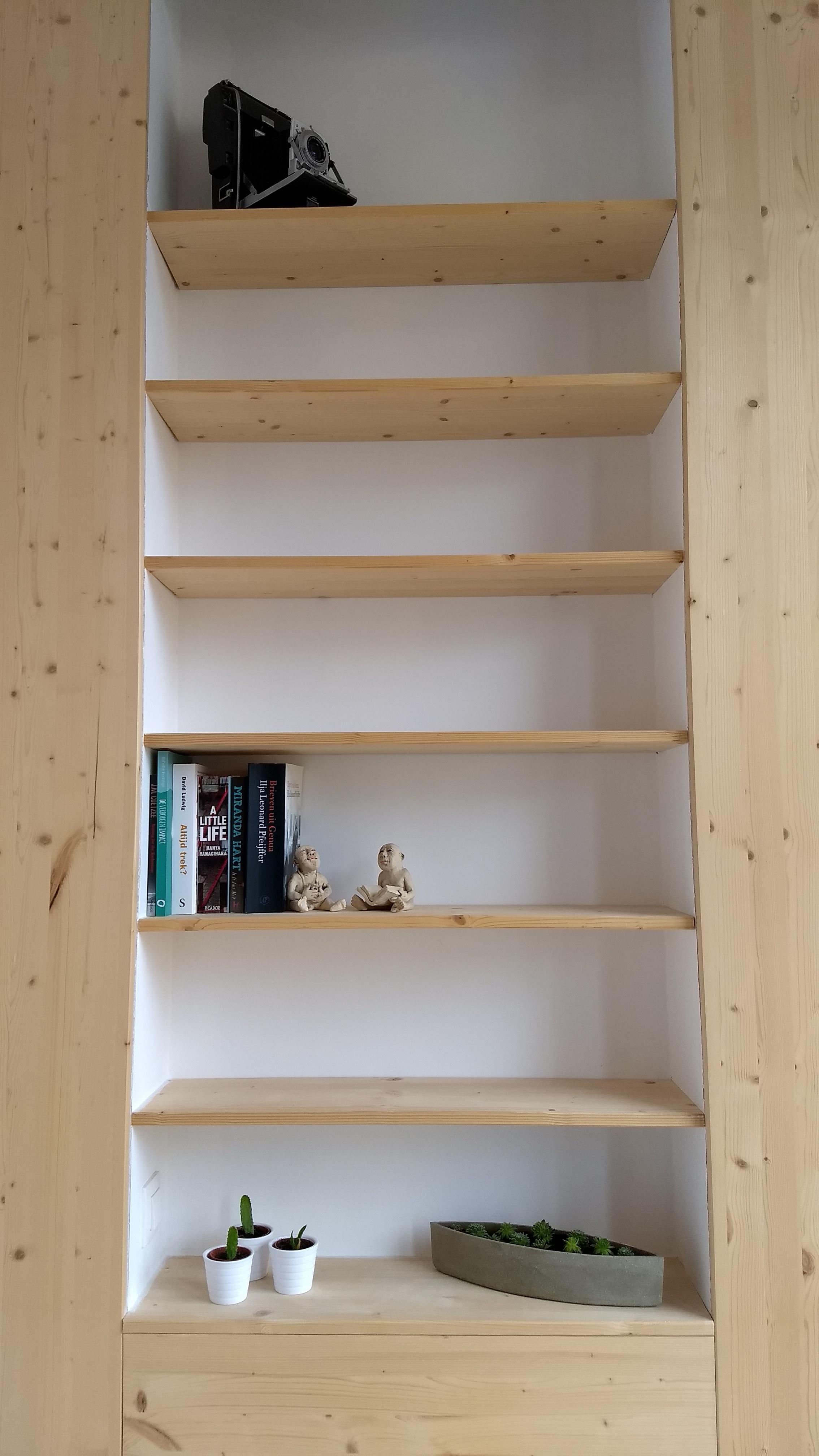 kast slaapkamer met boeken