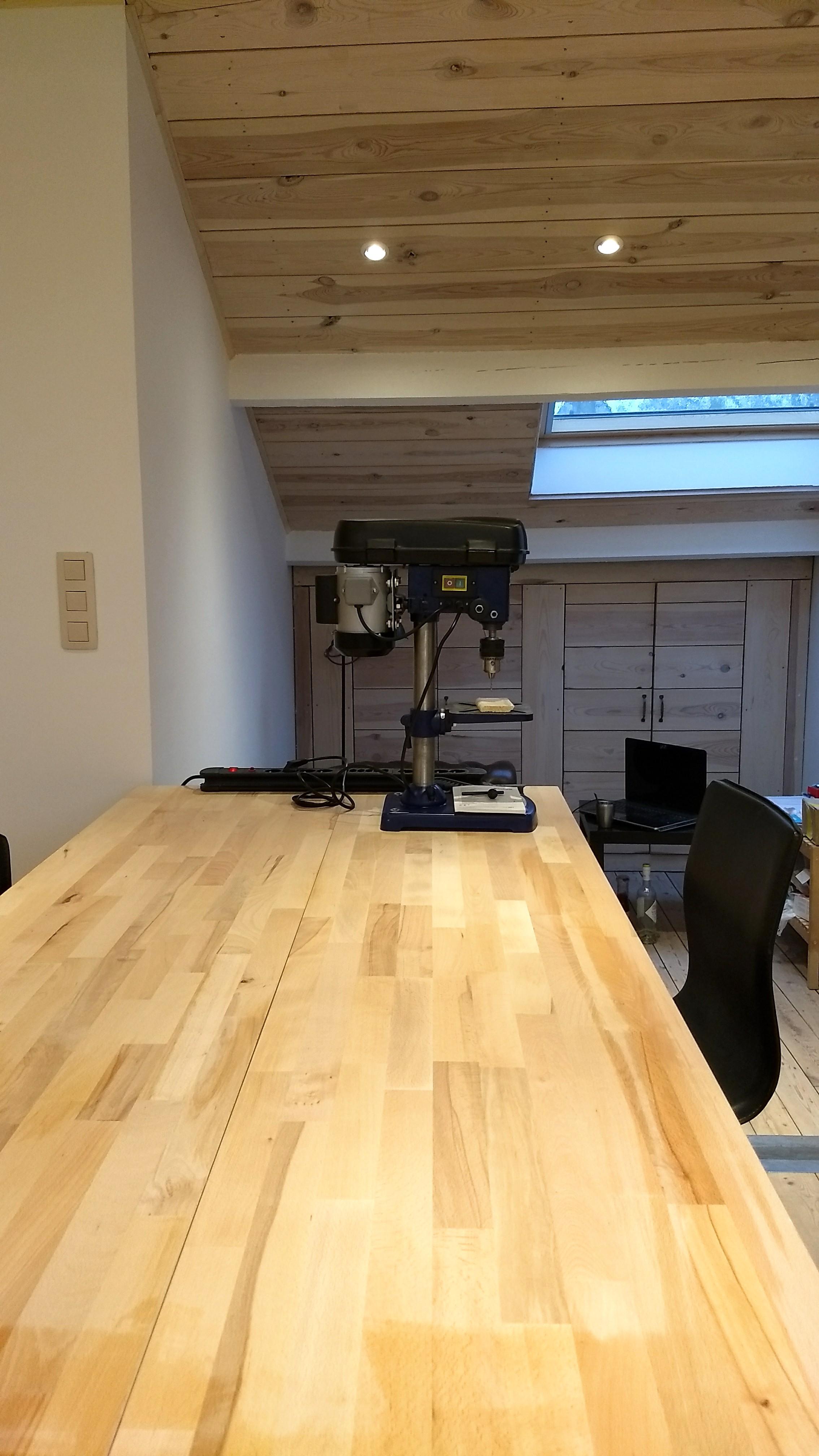Werktafel met kolomboor
