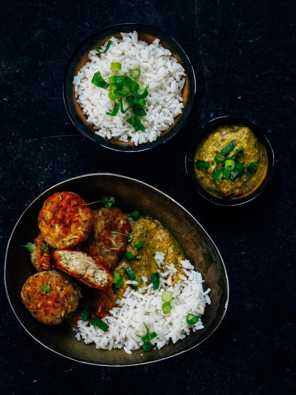 Recept van de maand #30: Indische curry met aardappelkoekjes