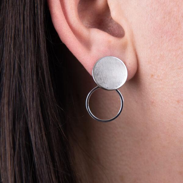 gerhilde maakt oorstekers schijf met cirkel zilverkleurig door Sophie Peirsman
