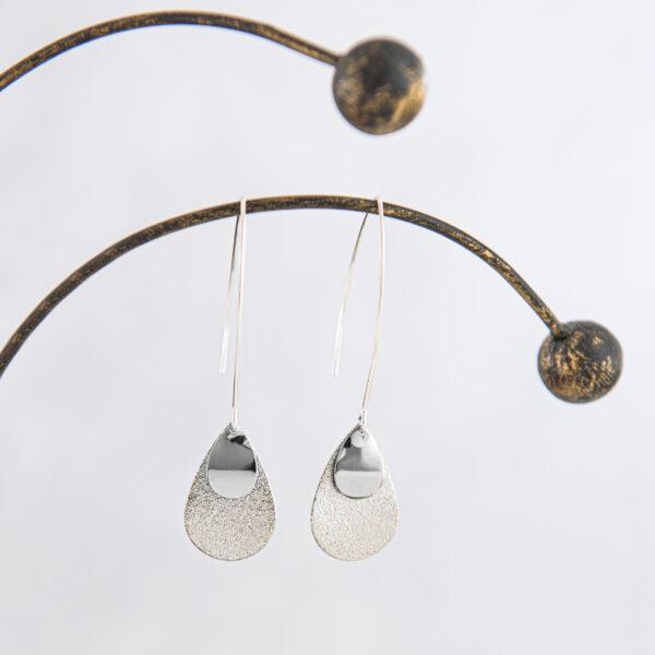 oorbellen gerhilde maakt druppels zilverkleurig door Sophie Peirsman klein