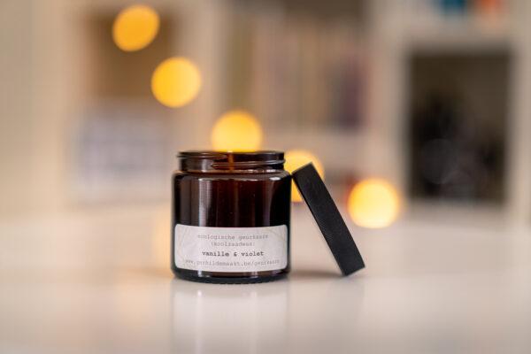 Kaarsen Gerhilde maakt vanille en violet door Yves Recour