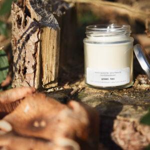gerhilde maakt ecologische geurkaars green tea groot door Sophie Peirsman klein