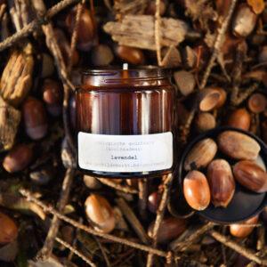 gerhilde maakt ecologische geurkaars lavendel apothekerspot door Sophie Peirsman klein