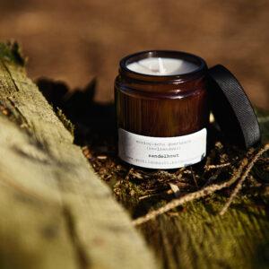 gerhilde maakt ecologische geurkaars sandelhout apothekerspot door Sophie Peirsman klein