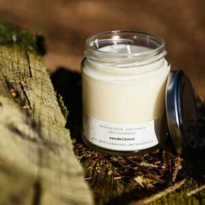 gerhilde maakt ecologische geurkaars sandelhout groot door Sophie Peirsman klein