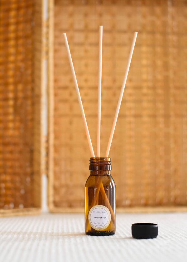 gerhilde maakt huisparfum sandelhout door Sophie Peirsman 1 klein