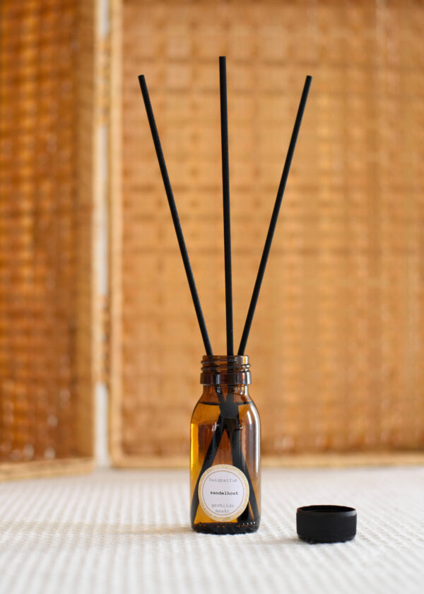 gerhilde maakt huisparfum sandelhout door Sophie Peirsman 2 klein