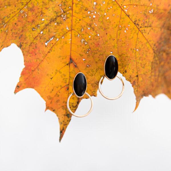 oorstekers gerhilde maakt zwart cirkel door Sophie Peirsman klein