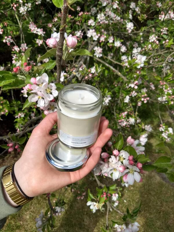 gerhilde maakt appelbloesem grote kaars ecologische geurkaars